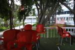 Външни пластмасови червени столове