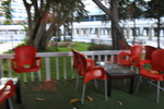 Пластмасови червени столове, за градината
