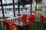 Пластмасови червени столове