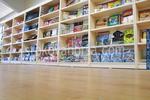 изработка на стелажи за детски дрехи по поръчка